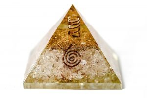 Pyramide d'orgonite - quartz clair